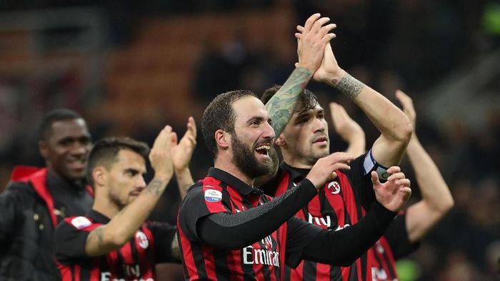 AC Milan menghadapi Genoa untuk menjalani laga tunda. Pertandingan itu semestinya di gelar di pekan pertama, namun diundur karena adanya insiden jembatan ambruk di Genoa. (Foto: Marco Luzzani/Getty Images)