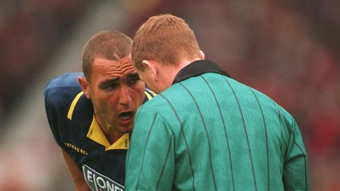 26 AUG 1995:  VINNY JONES OF WIMBLEDON ARGUES WITH THE REFEREE AS HE IS BOOKED FOR A FOUL ON GARY NEVILLE DURING THE MATCH AGAINST MANCHESTER UNITED AT OLD TRAFFORD. MANCHESTER UNITED WON 3-1. Mandatory Credit: Chris Cole/ALLSPORT