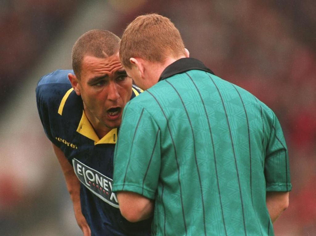 Kisah Kartu Kuning 3 Detik Vinnie Jones