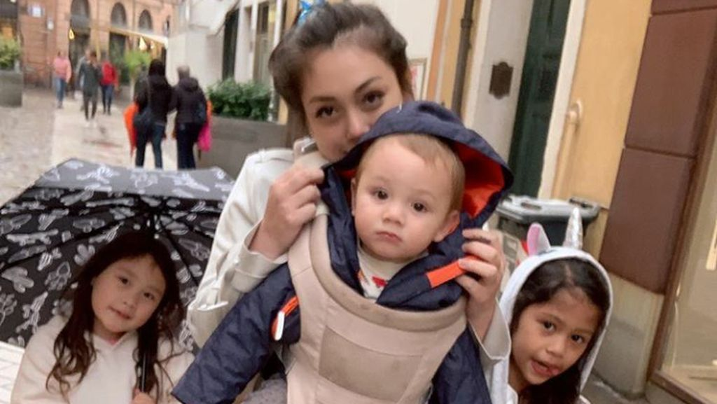8 Foto Menggemaskan Anak-anak Celine Evangelista
