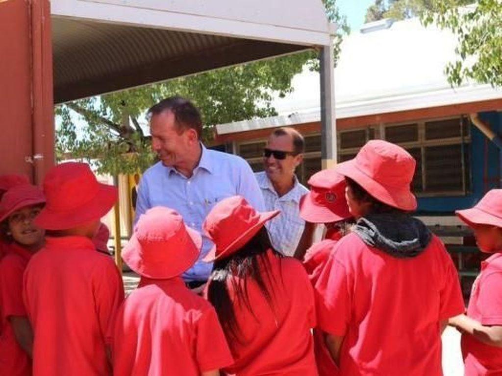Tony Abbott Terus Dorong Penempatan Polisi di Sekolah Aborijin