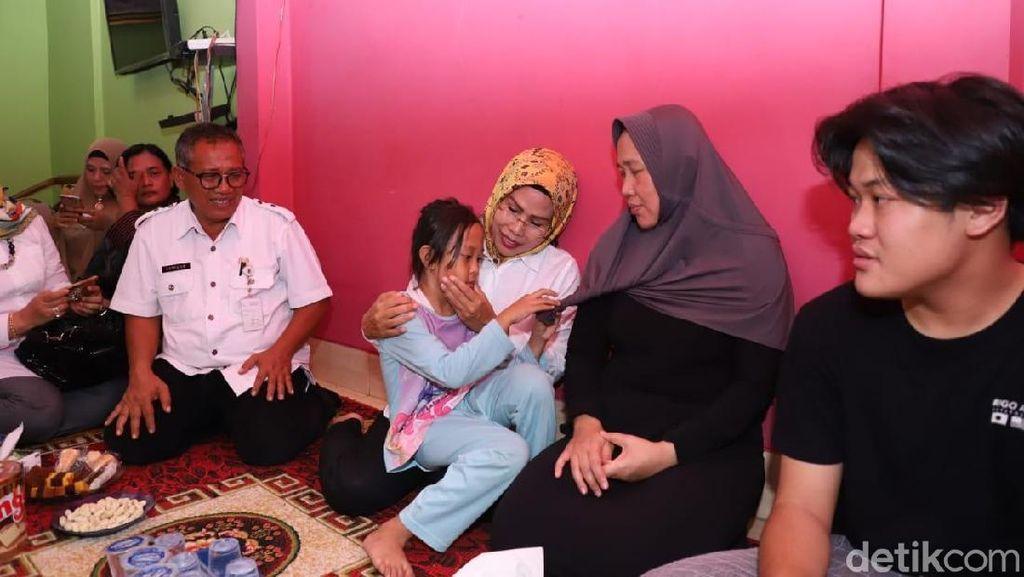 Bupati Serang Kunjungi Korban Musibah Lion Air