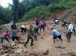 Longsor, Akses Penghubung 2 Desa di KBB Sempat Terputus