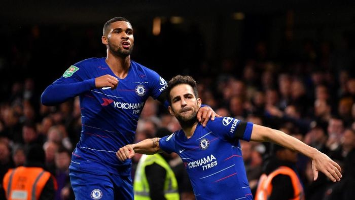 Di Inggris ada tiga tim. Chelsea yang pertama, The Blues tak menelan kekalahan 12 pertandingan, dengan rincian 8 kemenangan dan menuai 4 hasil imbang. (Foto: Mike Hewitt/Getty Images)