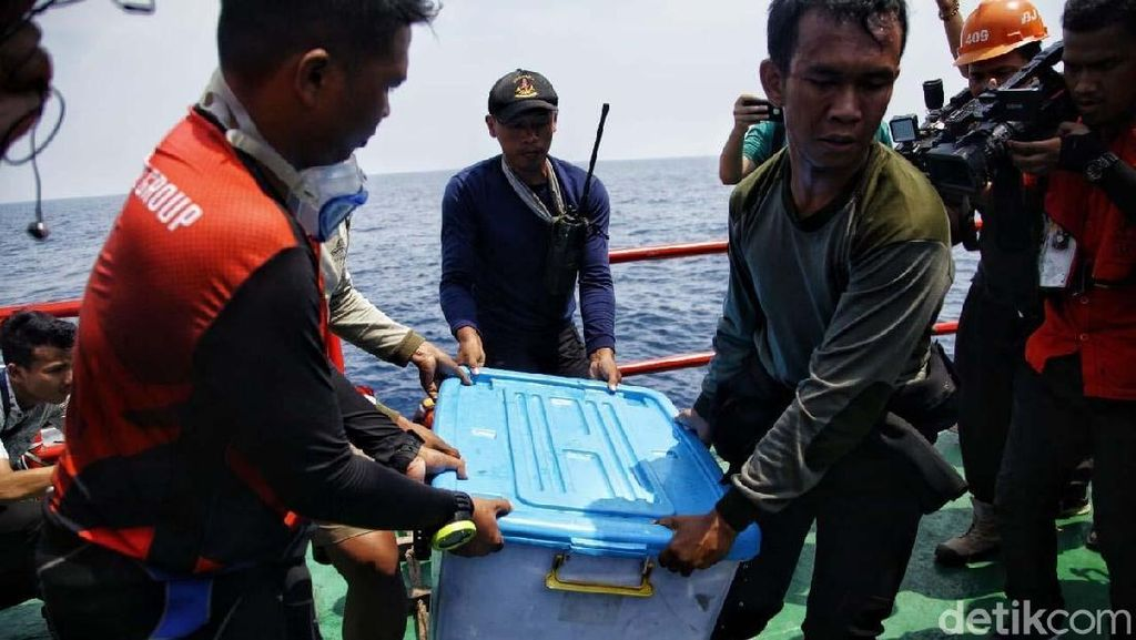 Detik-detik Black Box Lion Air PK-LQP Diangkat dari Laut