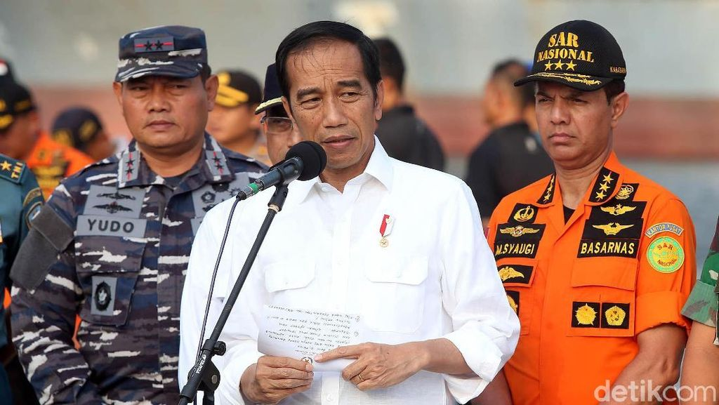 Jokowi Rapat dan Beri Arahan di Posko Evakuasi Lion Air