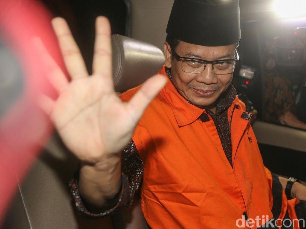 Rompi Oranye untuk Wakil Ketua DPR Taufik Kurniawan