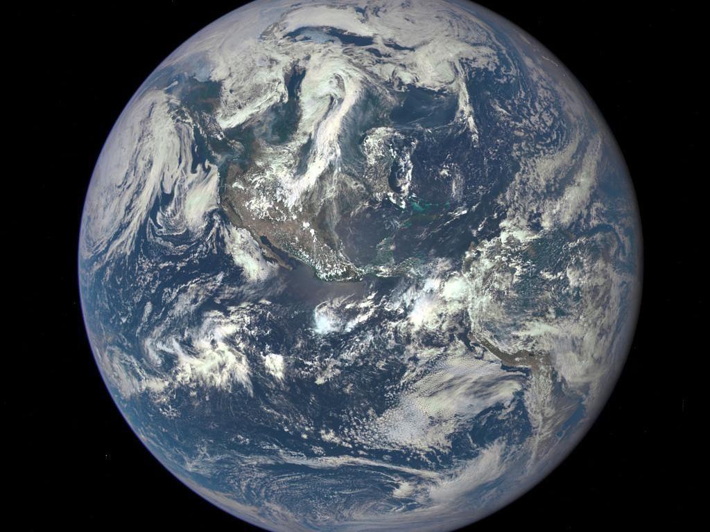 Objek Misterius Mirip Kantong Sampah Terdeteksi Melayang di Atas Bumi
