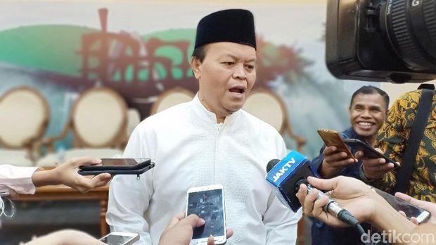 Jawab HNW Soal Revisi Foto, Tim Jokowi: Tak Paham Aturan?