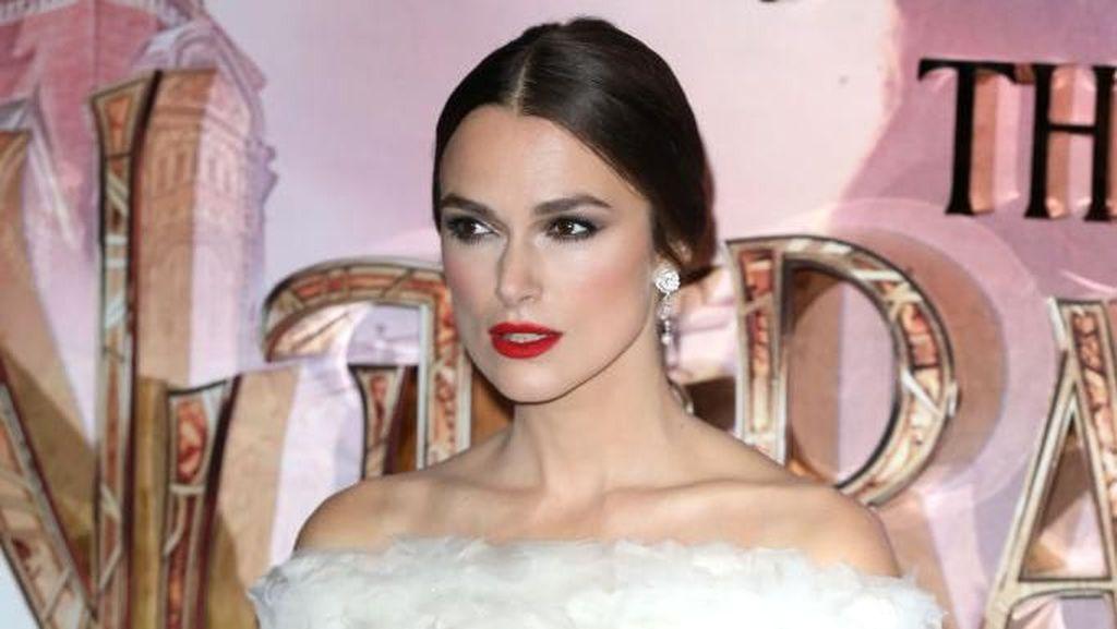 Foto: Keira Knightley Cantik Bergaun Chanel Jadul di Premiere The Nutcracker