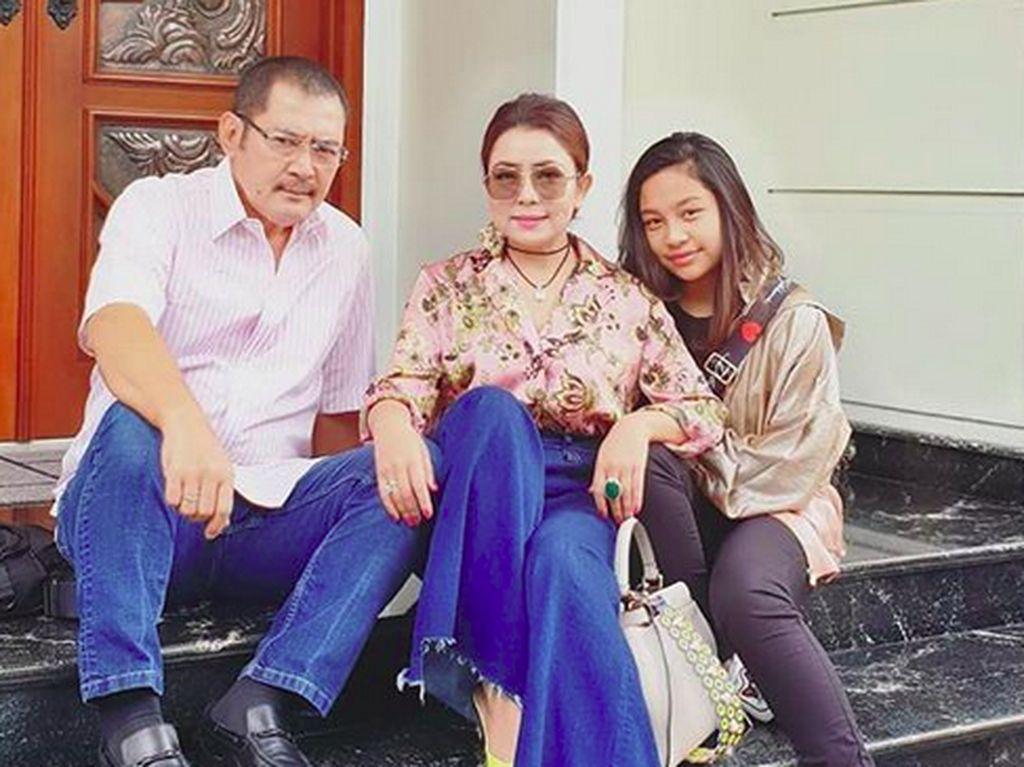 Happy Family! Mayangsari Nyanyi Bareng Bambang Trihatmodjo dan Anak