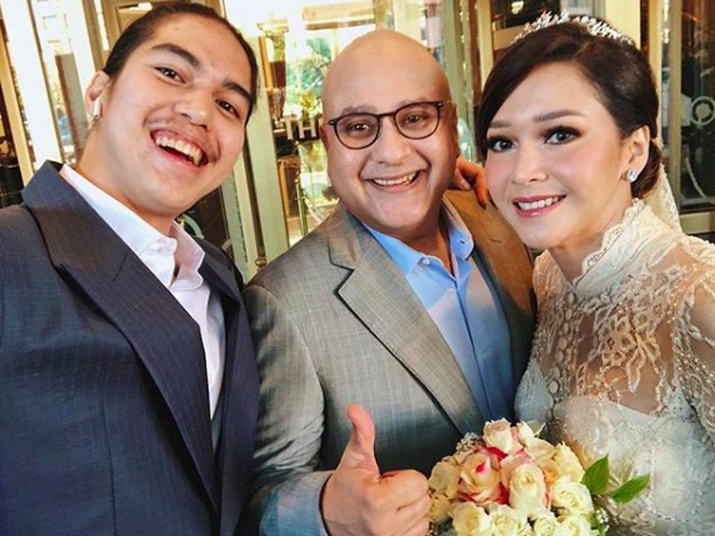 Berdua Tetap Bahagia, Irwan Mussry Tak Pernah Berhenti Beri Kejutan