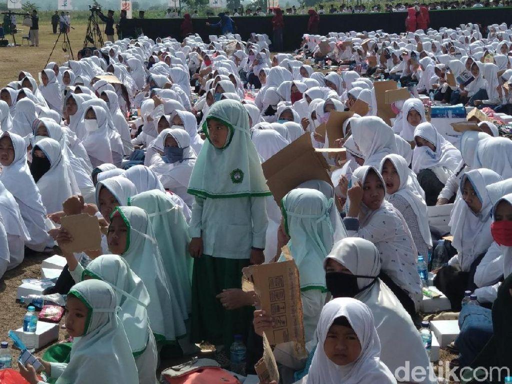 Ribuan Santri di Probolinggo Dijemur 3 Jam Tunggu Menteri Susi