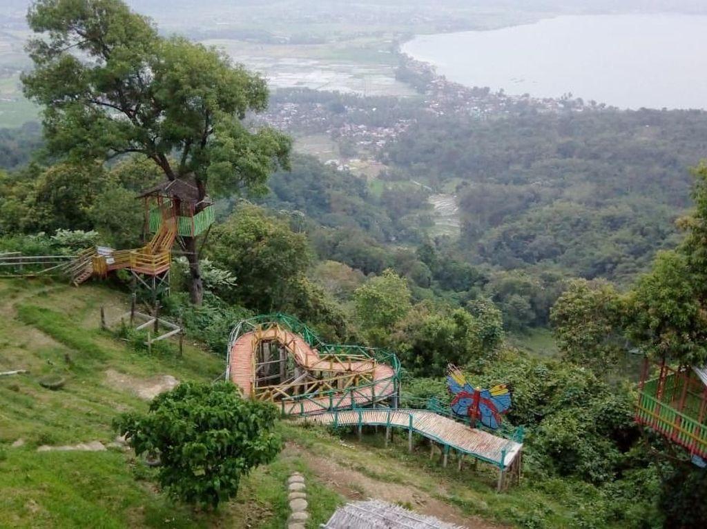 Puncak Gobah, Spot Instagramble Melihat Danau Singkarak