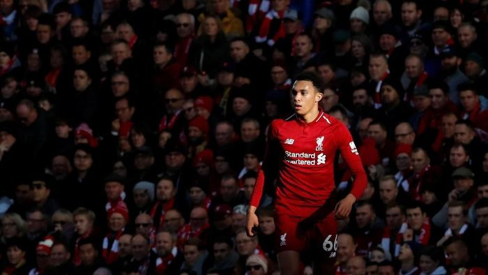 Trent Alexander Arnold, bek kanan Liverpool dan Timnas Inggris ini memang bersinar dalam setahun belakangan. Trent yang baru berumur 20 tahun masuk kandidat peraih Golden Boy. (Russell Cheyne/REUTERS)