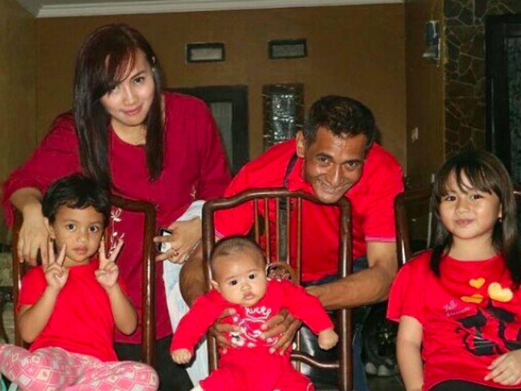 Mengenang Kebersamaan Mendiang George Taka dan Keluarga