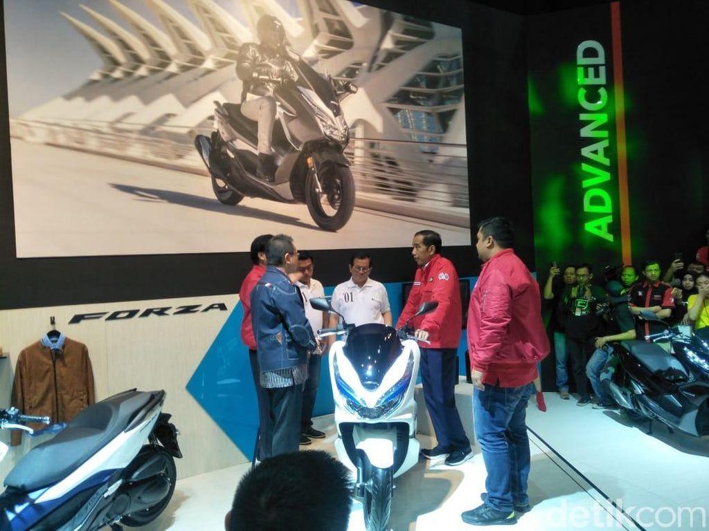 Mampir ke IMOS, Jokowi Belum Berniat Tambah Koleksi Motor