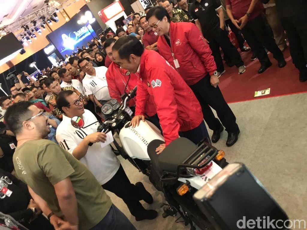 LihatMotor-motor Modifikasi di IMOS 2018, Jokowi Kepo
