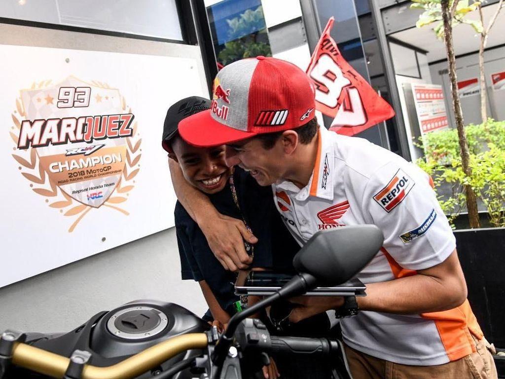 Senyum Bocah Komentator MotoGP Indonesia bareng Marquez