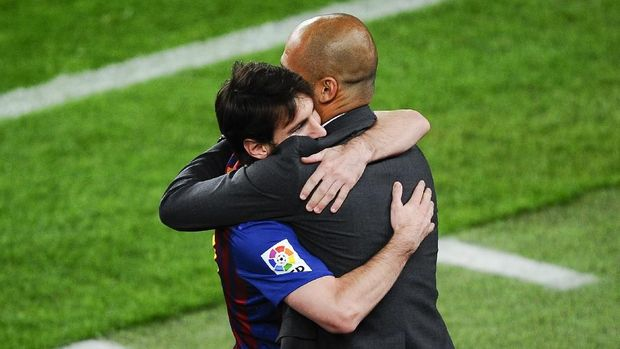 BARCELONA, SPAIN - MAY 05:  Lionel Messi of FC Barcelona (R) hugs his Head coach Josep Guardiola of FC Barcelona after scoring his team's third goal during the La Liga match between FC Barcelona and RCD Espanyol at Camp Nou on May 5, 2012 in Barcelona, Spain. This is the last match as head coach of FC Barcelona for Josep Guardiola at the Camp Nou Stadium.  (Photo by David Ramos/Getty Images)