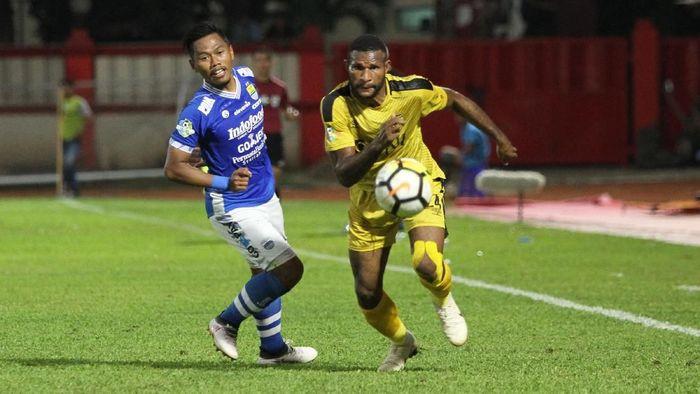 Bhayangkara FC vs Persib Bandung. (Foto: Rifkianto Nugroho/detikSport)