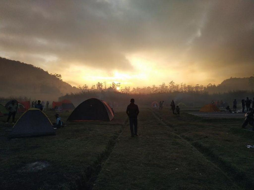 Sunrise di Buper Ranca Upas Bandung Tiada Duanya