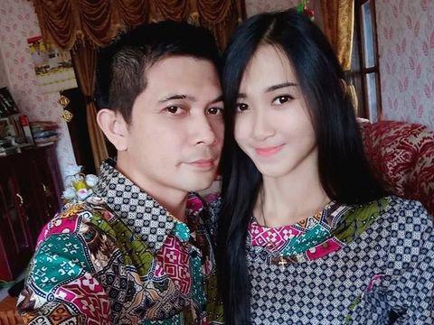 Erwin Pangaila dan istrinya, Vinda, yang adalah mantan muridnya saat SMP.
