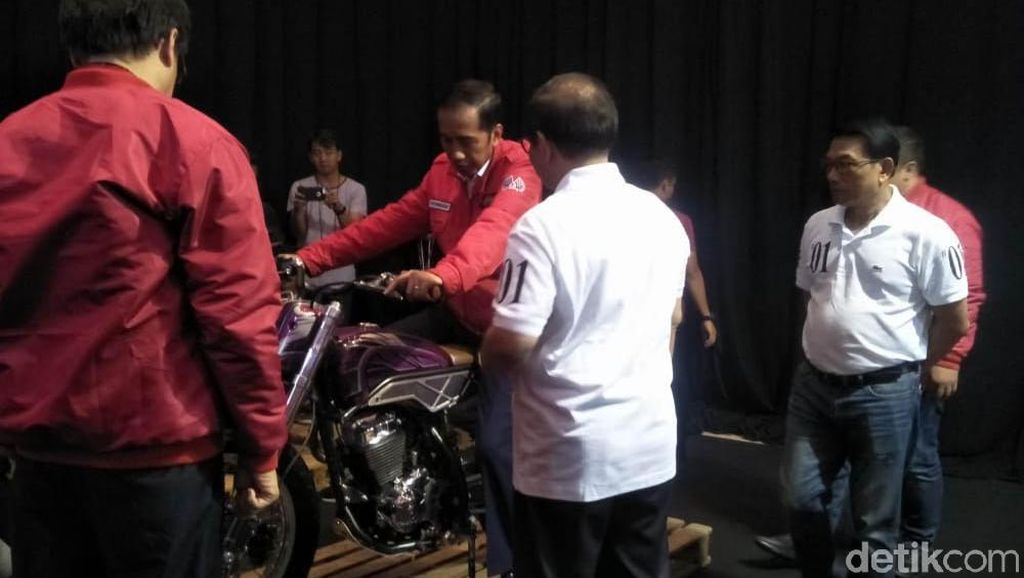 Layaknya Anak Motor, Jokowi Sambangi IMOS 2018
