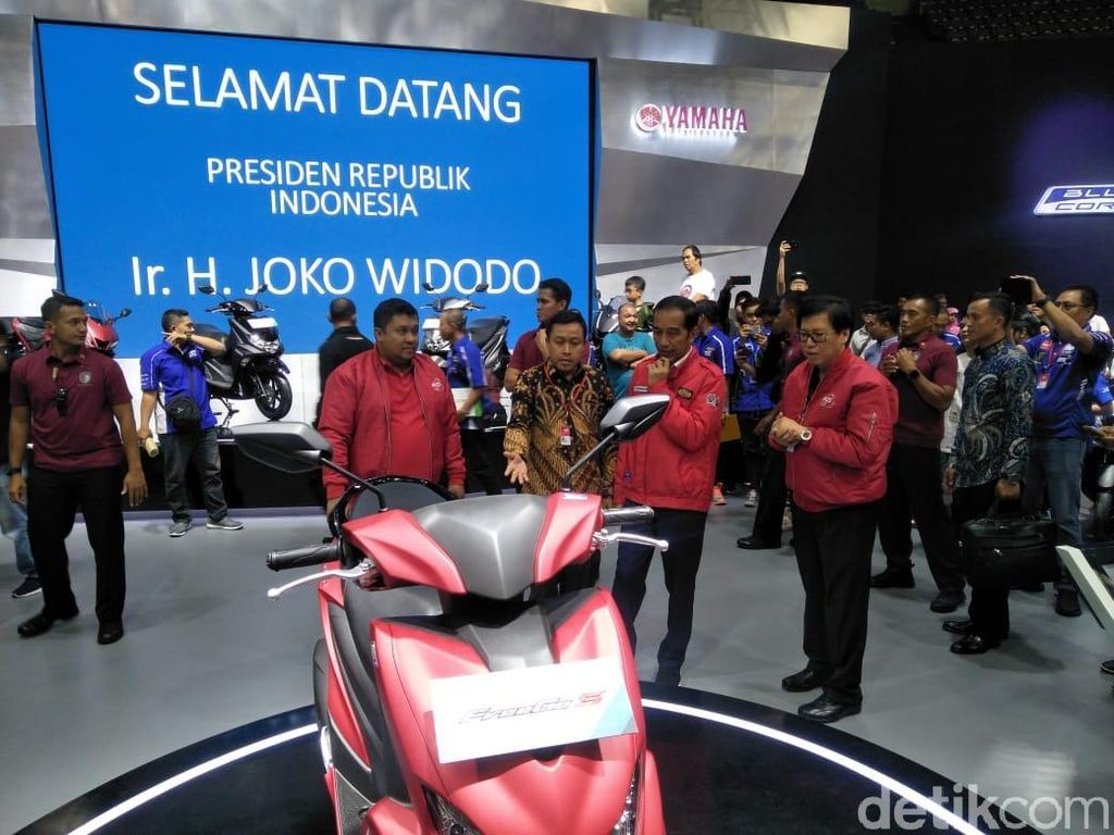 Sambangi IMOS 2018, Jokowi Buat Pengunjung Salah Fokus