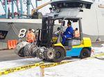 KNKT Pindahkan Turbin dan Roda Pesawat Lion Air dari Dermaga JICT