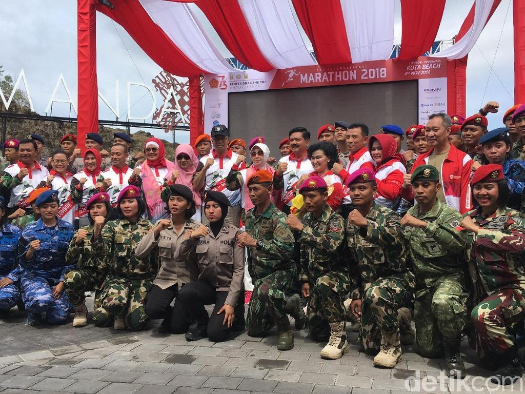 Agus Prayogo dan Pelari Kenya Menangi Maraton TNI di Lombok