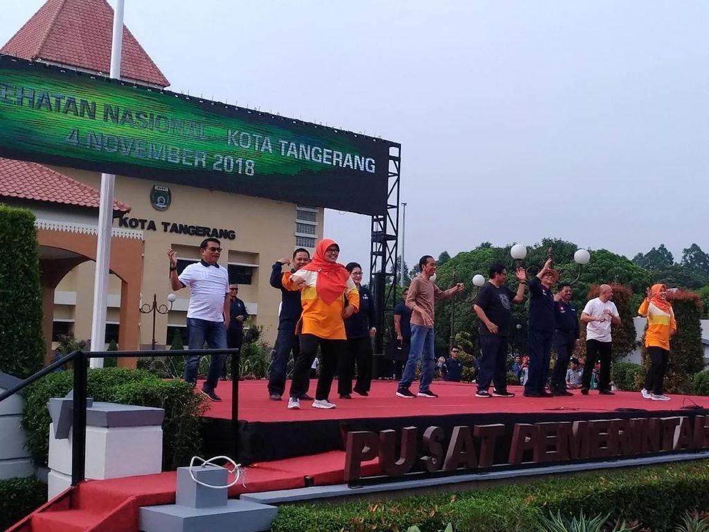 Hadiri Peringatan Hari Kesehatan, Jokowi Senam Bareng di Tangerang