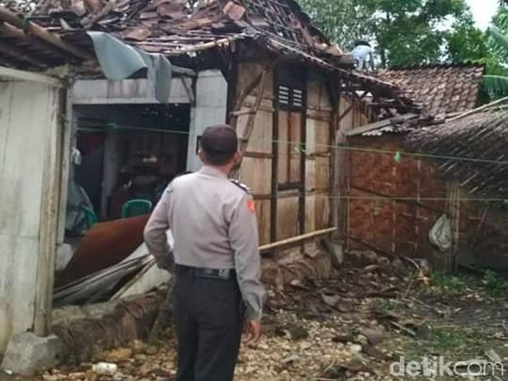 2 Kecamatan di Grobogan Diterjang Angin Kencang, 4 Rumah Roboh