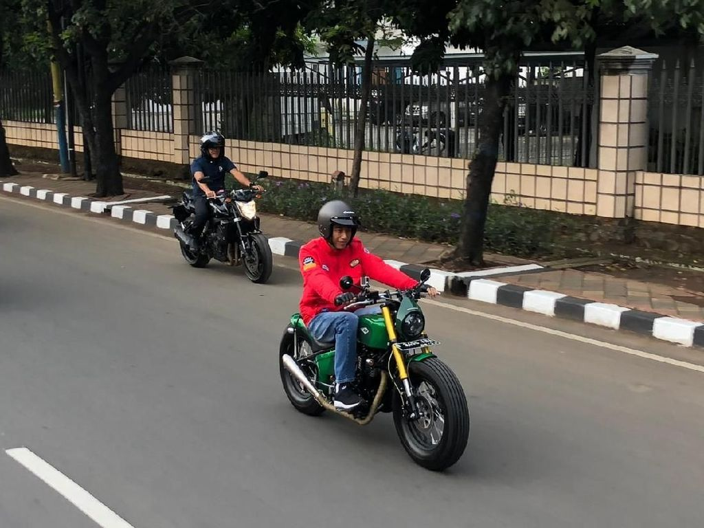 Sunmori ke Pasar, Jokowi: Nyobain Motor Baru