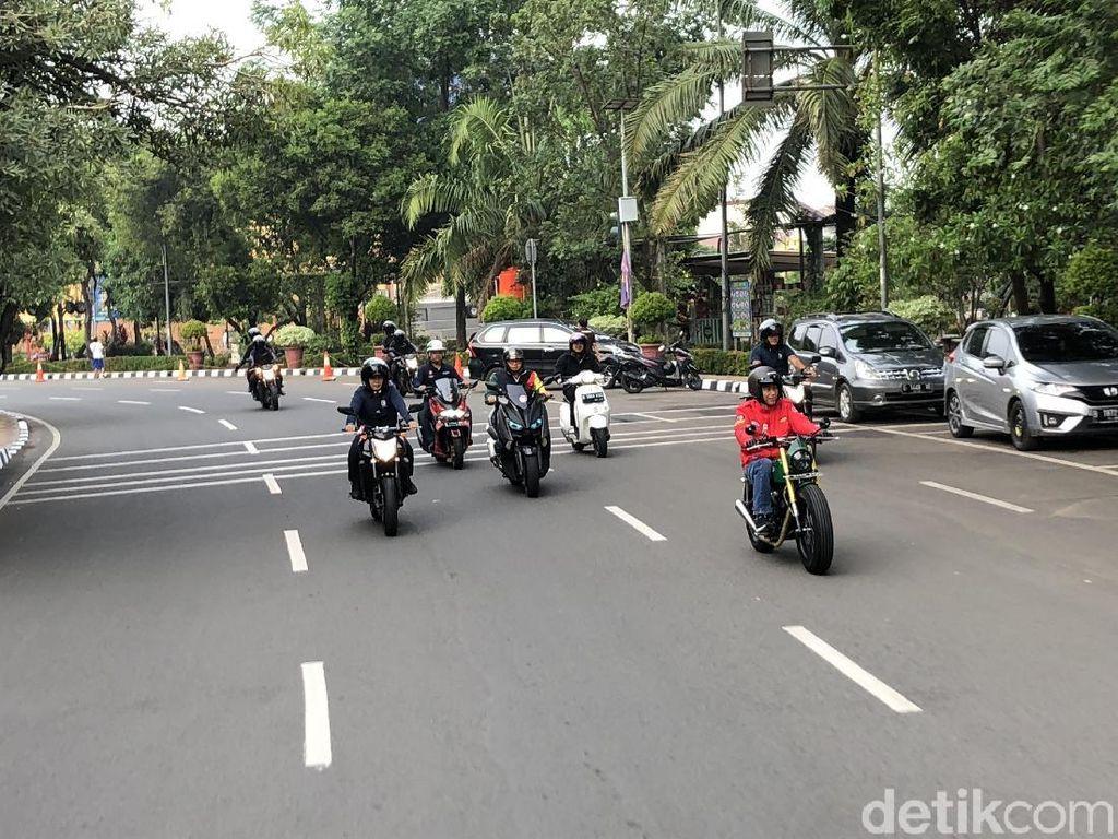 MK Gelar Sidang Jokowi Tak Nyalakan Lampu Motor di Siang Hari Tidak Ditilang