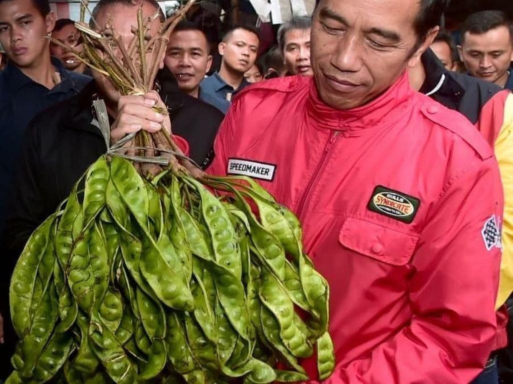 12 Pose Jokowi Saat Blusukan ke Pasar Anyar Tangerang