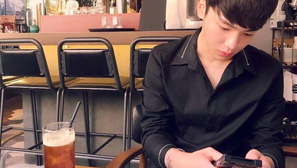 10 Potret Manis Key SHINee Saat Cicip Makanan Favorit