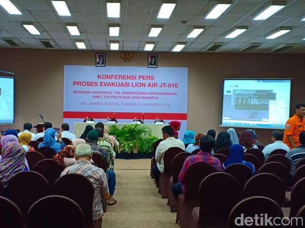 Video: Momen Kabasarnas Nangis di Depan Keluarga Korban Lion Air