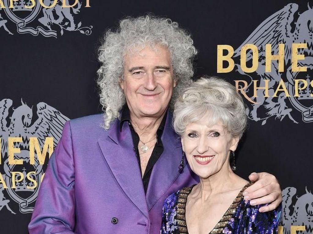 Potret Romantis Gitaris Legend Queen, Brian May dengan Istri