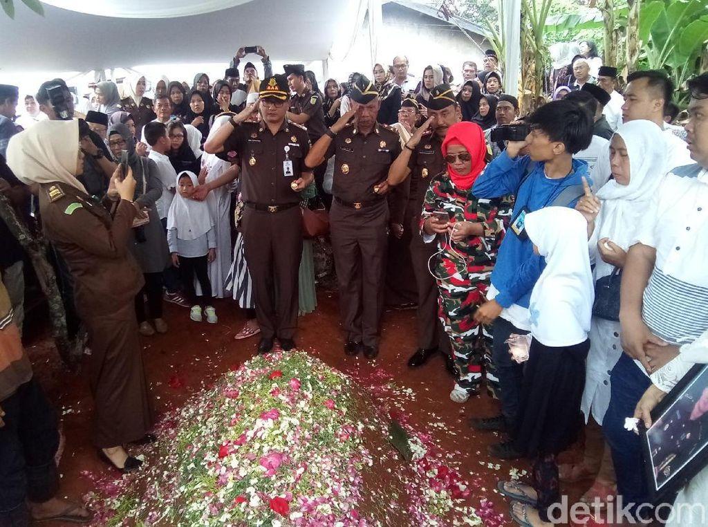 Suasana Haru Iringi Pemakaman Jaksa Dodi Korban Pesawat Lion Air