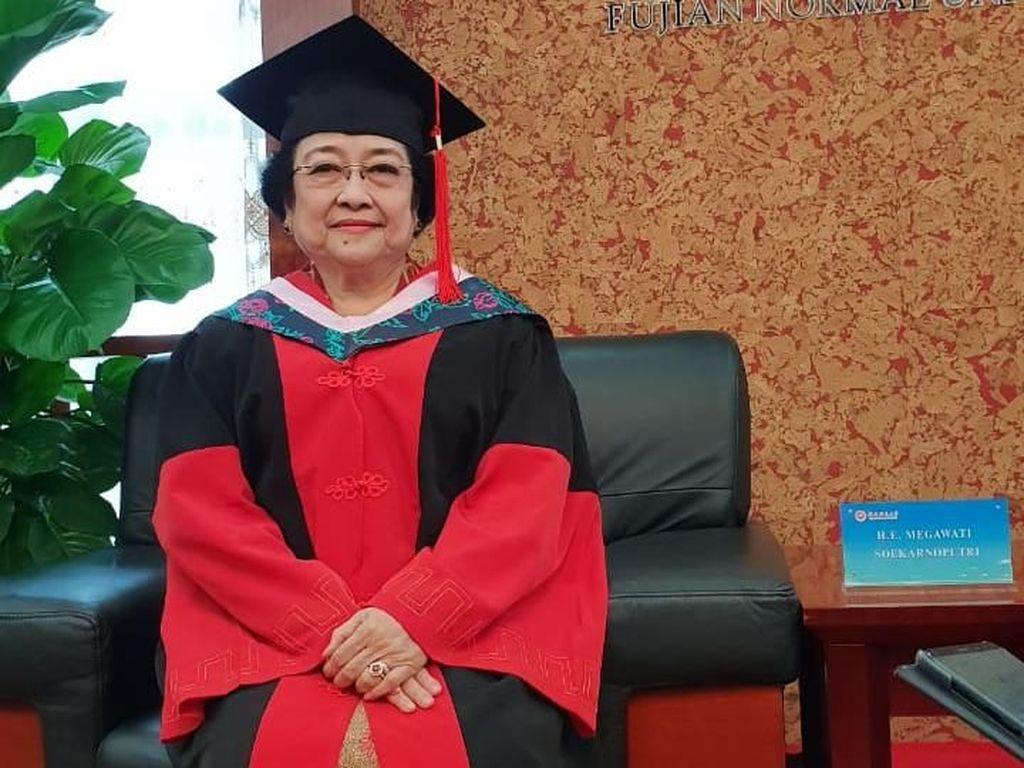 Momen Megawati Dapat Gelar Doktor Kehormatan ke-8 di China