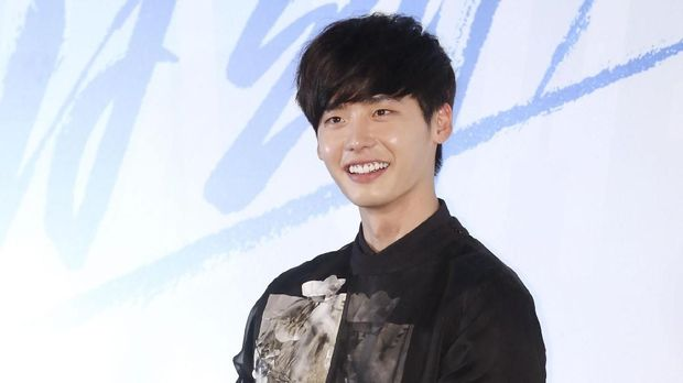 This photo taken on October 22, 2013 shows South Korean actor Lee Jong-Suk attending the