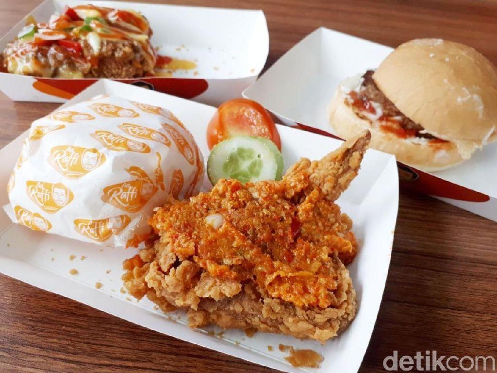 AA Raffi: Nyobain Fried Chicken Geprek dan Saus Pizza Ala Raffi Ahmad