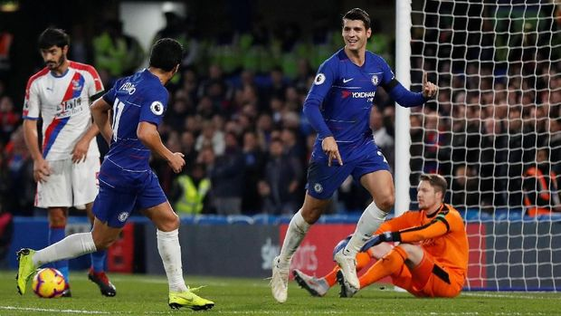 Chelsea menguntit di posisi kedua klasemen Liga Primer Inggris.