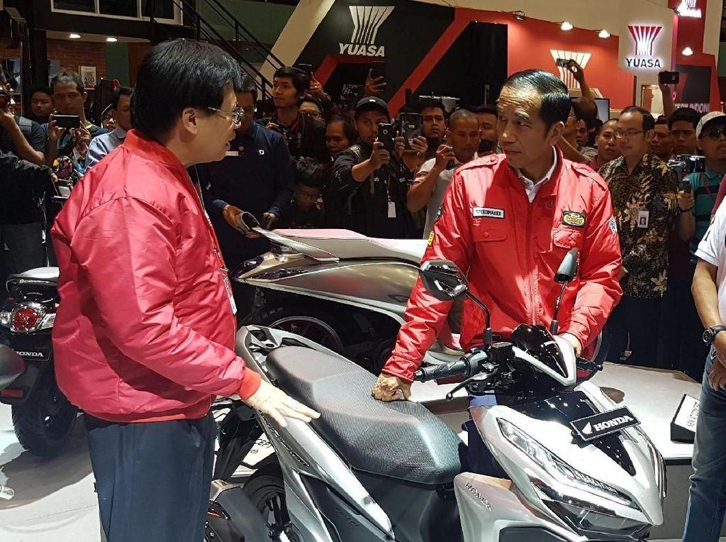 Jokowi Lihat Motor Terbaru Honda di IMOS 2018