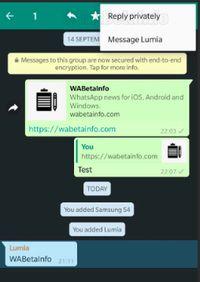 Tampilan 'balasan secara pribadi' di grup WhatsApp.