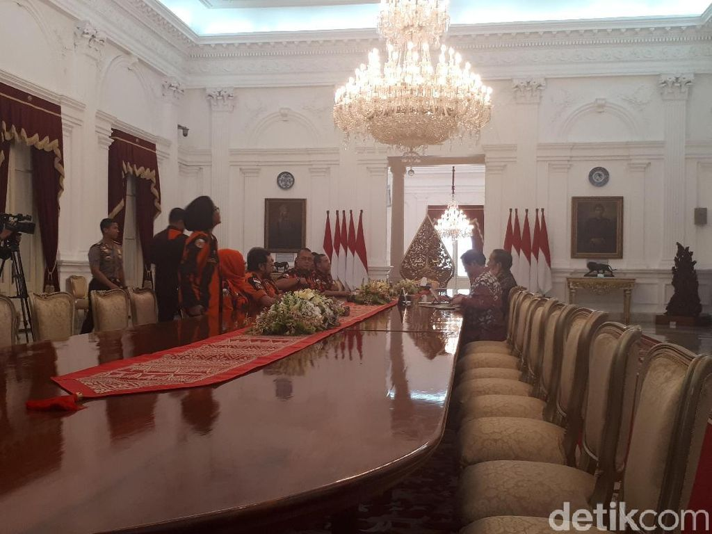 Pemuda Pancasila Temui Jokowi di Istana