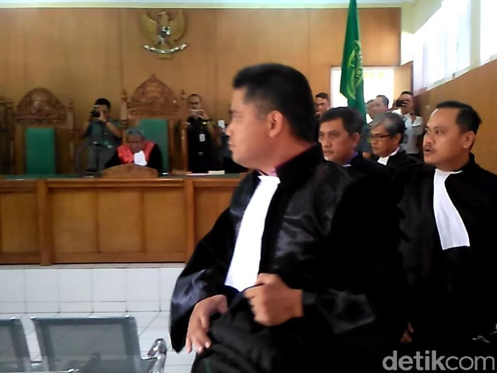 7 Kuasa Hukum Batal Berikan Pembelaan pada Uus Pembawa Bendera HTI