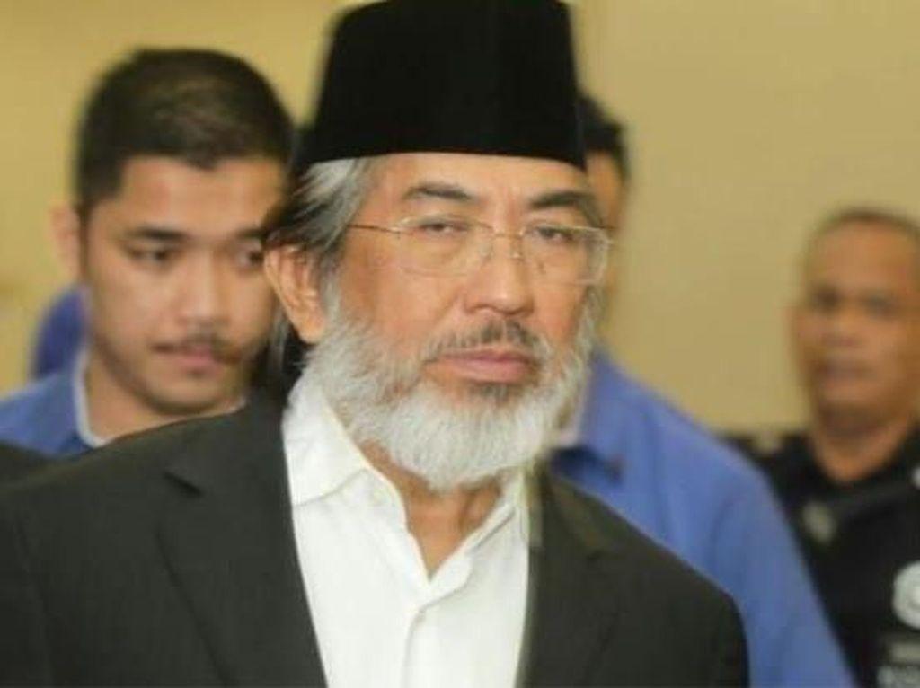 Sekutu Eks PM Malaysia Didakwa Terima Suap Rp 942 M
