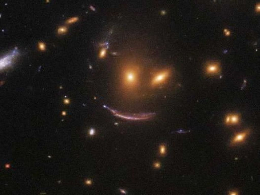 Teleskop Hubble Temukan Wajah Tersenyum di Antara Bintang-bintang